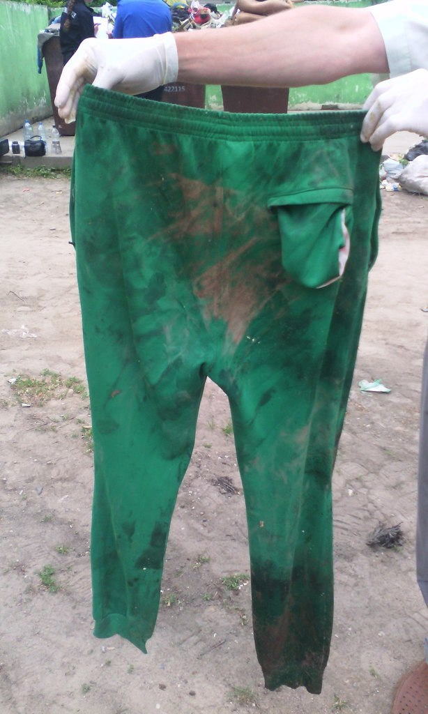 Штаны, в которые было завернуто тело ребенка. Фото: Барановичский ГОВД