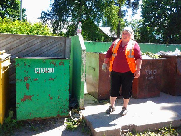 Дворник Анна Лопух 10 июня 2015 года нашла мертвого младенца в мусорном контейнере для стекла. Фото: Intex-press