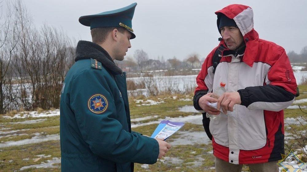 Барановичские спасатели на Жлобинском и Светиловском озерах провели с рыбаками разъяснительную работу (фото)