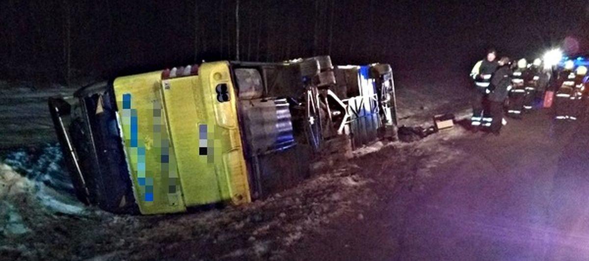 Пассажирский автобус «Минск-Вильнюс» съехал в кювет и перевернулся. Пострадали 17 человек