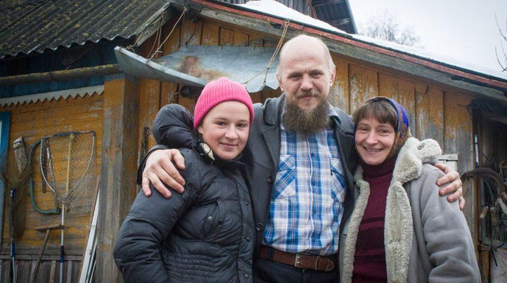 Семья белорусов отказывается от гражданства, паспортов и просит президента дать им просто жить