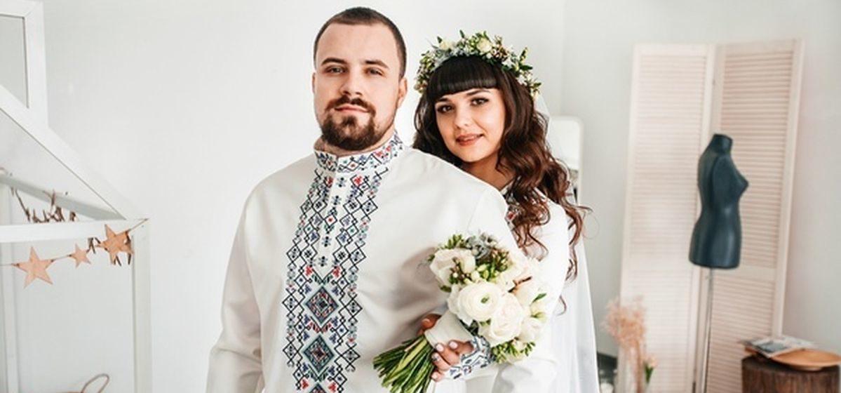 Барановичские молодожены поразили гостей свадебными нарядами-вышиванками