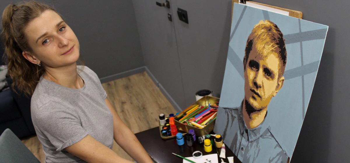 Ольга Коваленко в свободное время создает портреты и шаржи на заказ. Все фото: личный архив