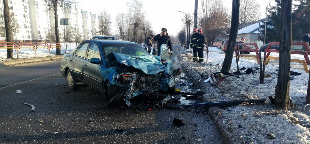 Две легковушки столкнулись лоб в лоб в Бобруйске (фото)