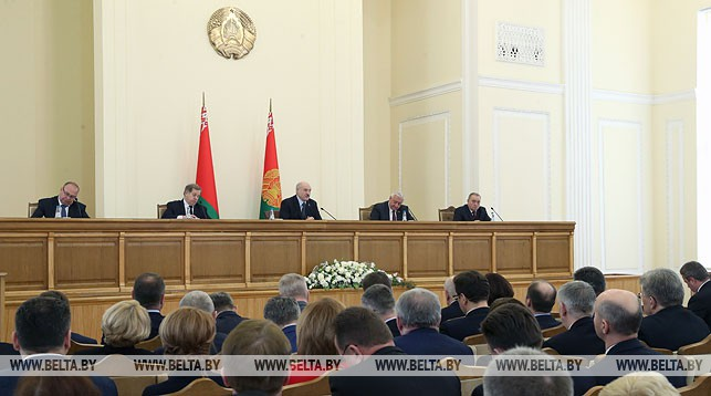 Лукашенко: «Мне не нужны показатели, нужны деньги»