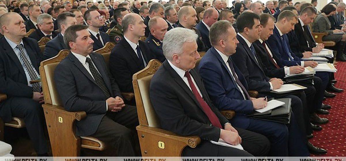 Лукашенко выразил озабоченность здоровьем чиновников: «Не будете ходить по 5 км — долго не проживете»