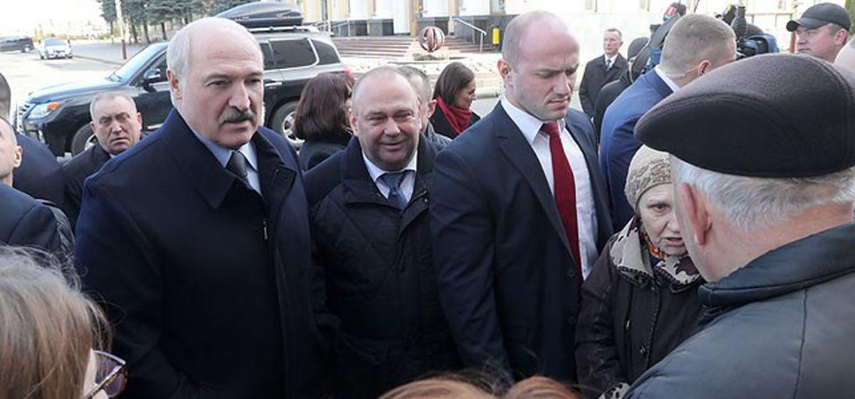 О чем Лукашенко разговаривал с жителями Барановичей в центре города