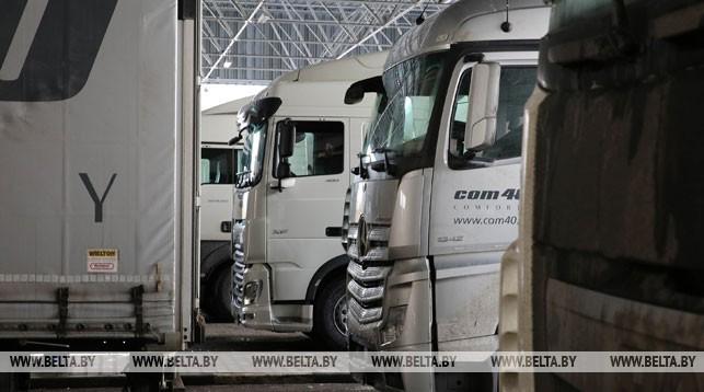 Транспортный коллапс на границах Беларуси со странами Евросоюза. В очередях застряли сотни фур