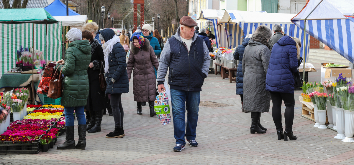 Цветочная ярмарка начала работу в Барановичах 6 марта. Фото: Intex-press