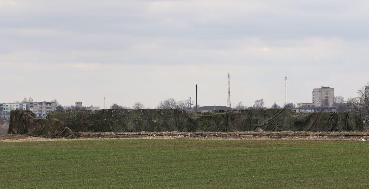 Замаскированная ферма рядом с Северным микрорайоном. Фото: Александр ЧЕРНЫЙ