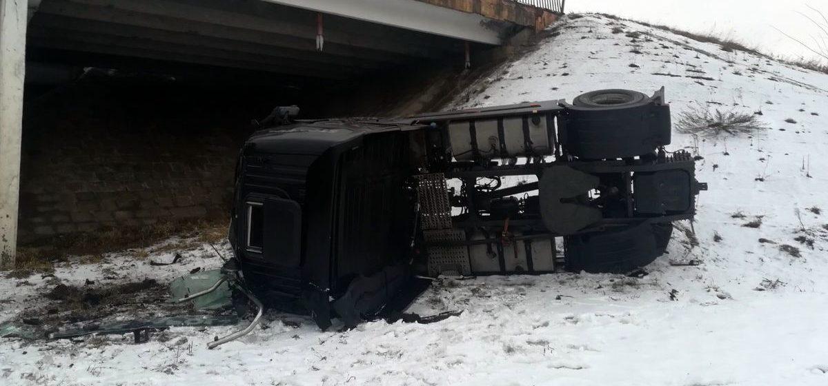 Тягач упал с моста на железнодорожные пути в Оршанском районе