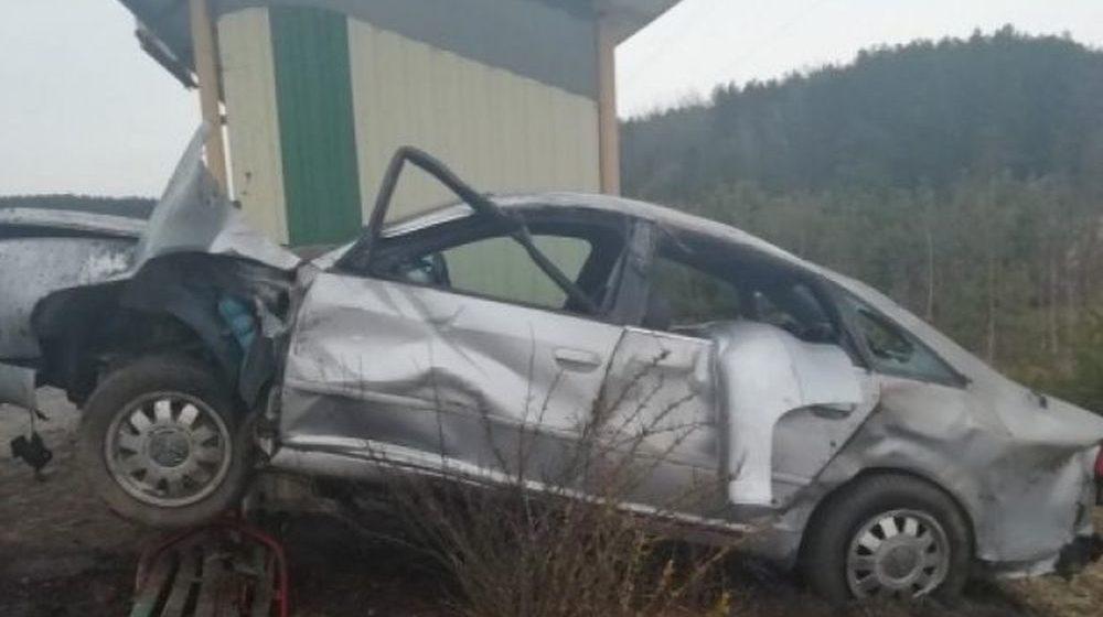 Водитель не справился с управлением и влетел в остановку в Каменецком районе