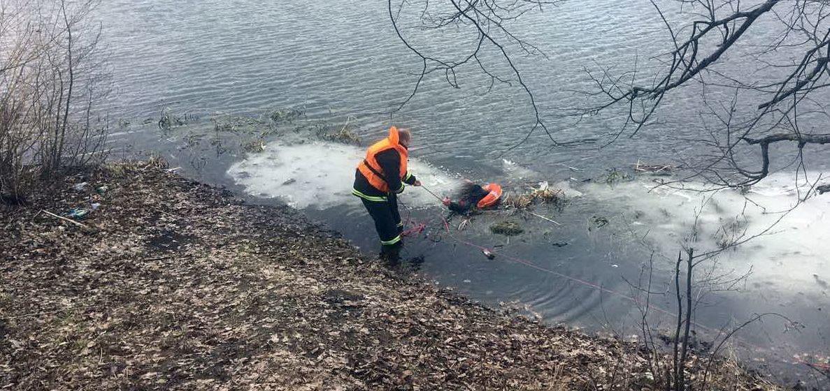 В Жодино мужчина хотел по льду перейти реку и провалился