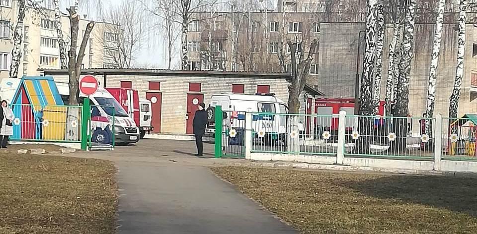 Милиция оцепила детский сад в Барановичах. Что произошло?