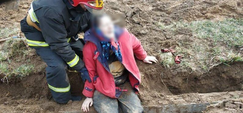 Под Минском на женщину упал железобетонный столб