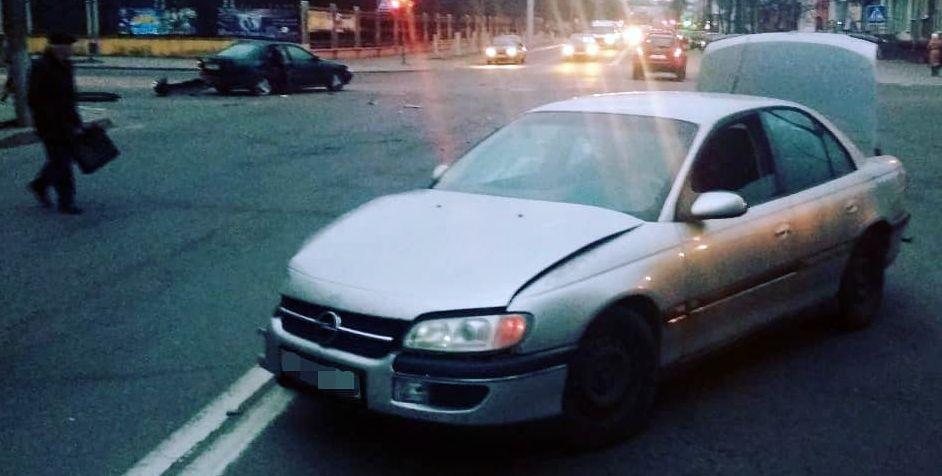 В Барановичах на перекрестке улиц Комсомольской и Притыцкого произошло ДТП. Пострадал один человек