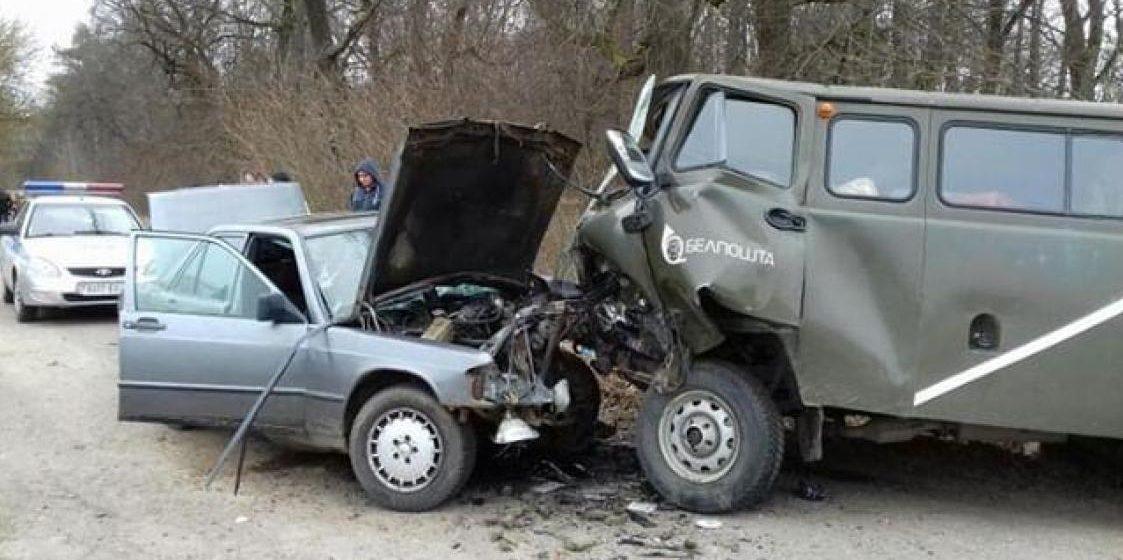 На Гомельщине столкнулись фургон «Белпочты» и легковушка