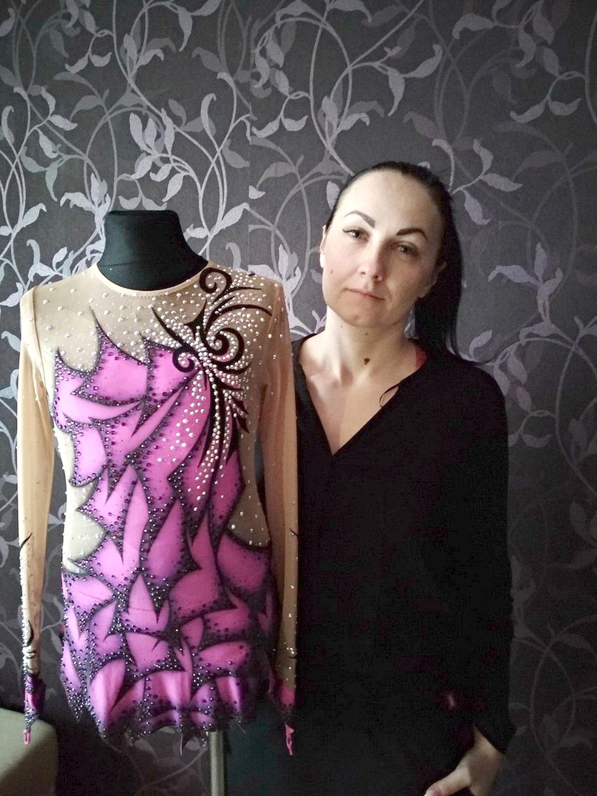 На создание гимнастического костюма, который Мария Скидан шила для спортсменки из Витебска, ушло около месяца. Фото: личный архив