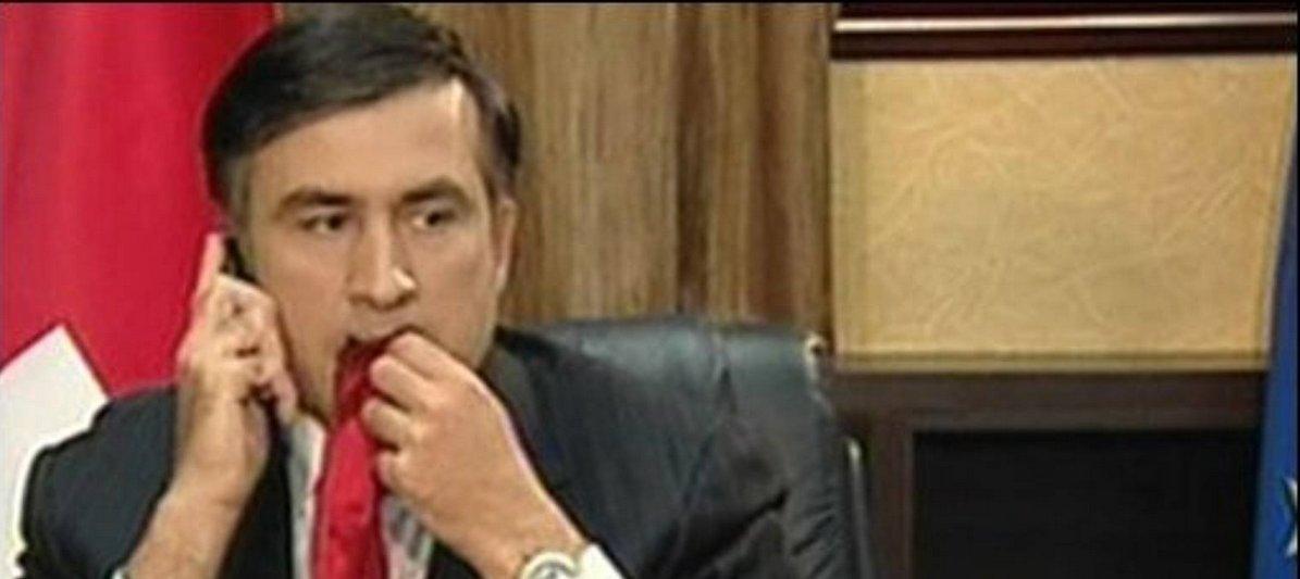 Саакашвили рассказал, почему жевал свой галстук