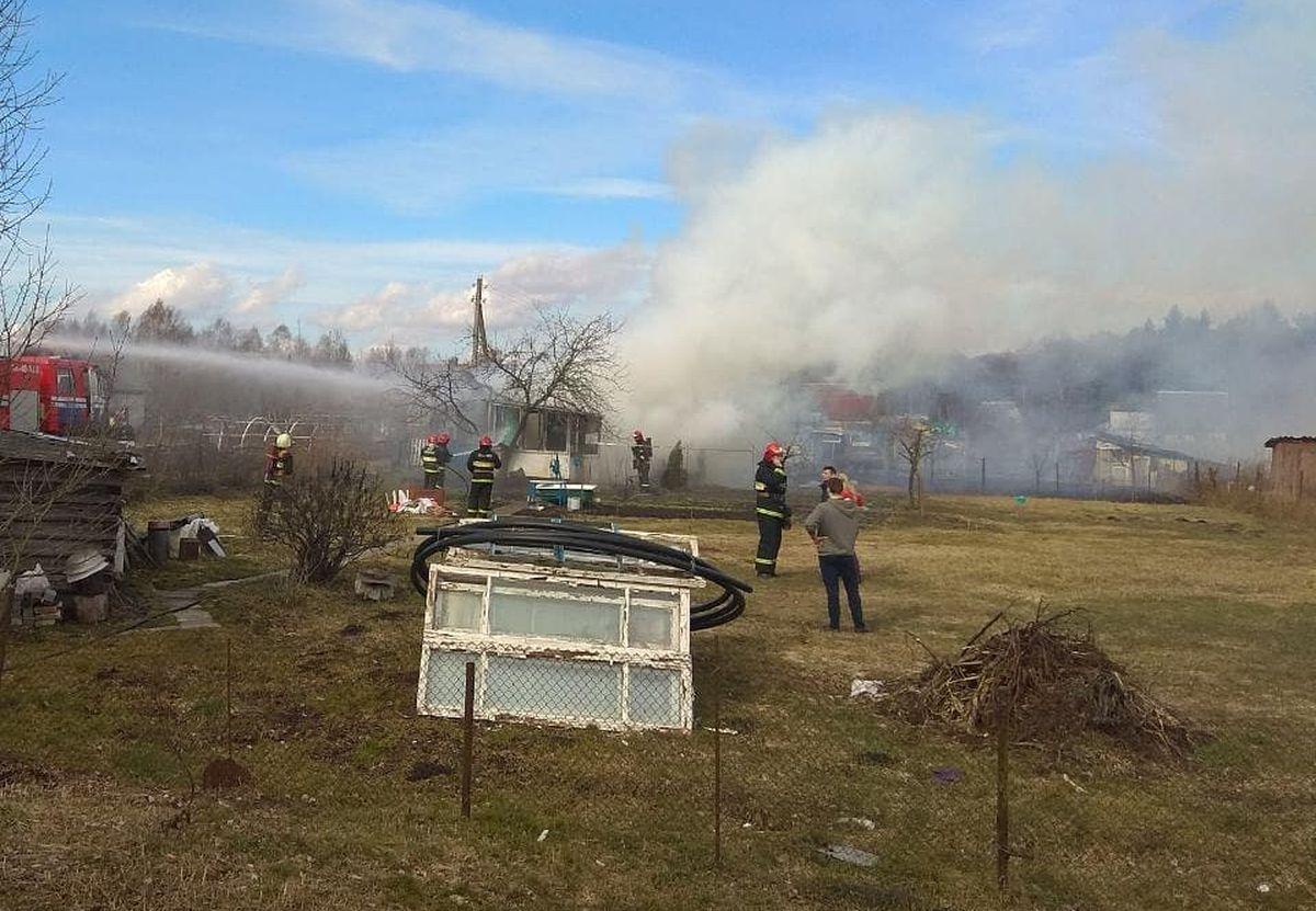 Возгорание дачного домика. Фото: «Инстаграм» станции скорой и неотложной медпомощи г. Барановичи