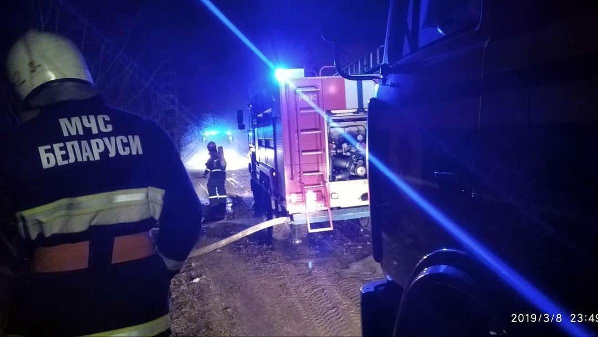 Пожар в д. Меденевичи. Фото: «Инстаграм» станции скорой и неотложной медпомощи г. Барановичи