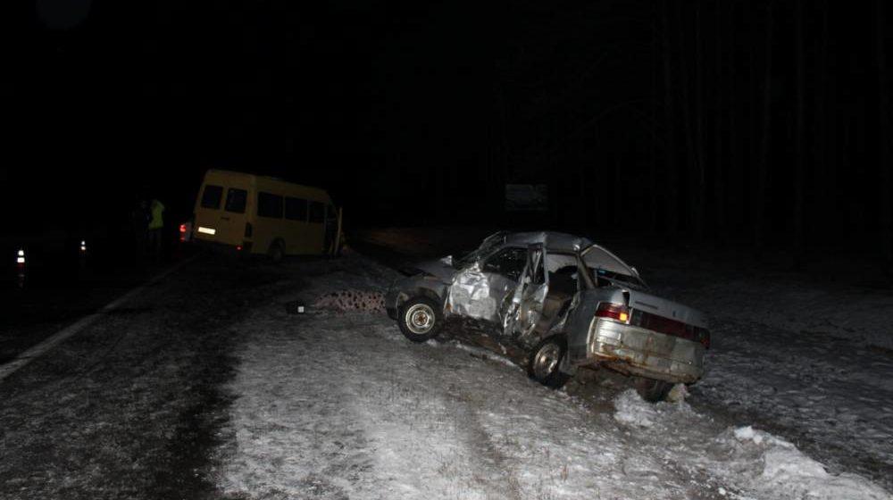 Легковушка врезалась в маршрутку в Гомельском районе, погиб один человек, трое — пострадали