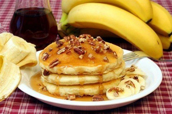 Вкусно и быстро. Банановые блинчики на молоке к завтраку
