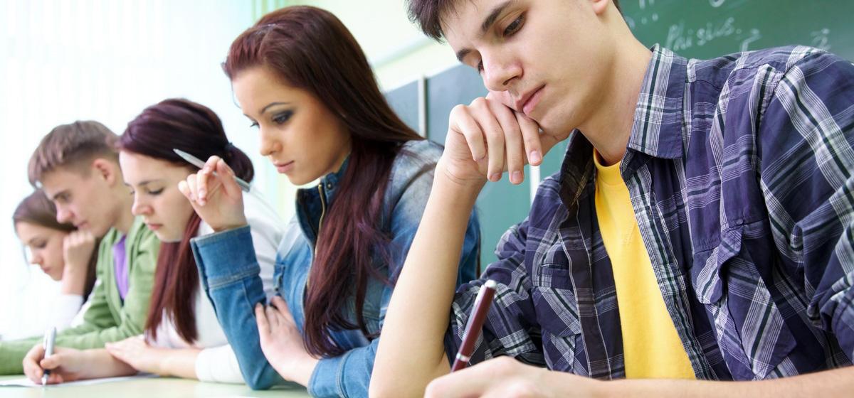 Пирсинг, джинсы и розовые волосы. Учителя и родители – о том, как должен выглядеть школьник