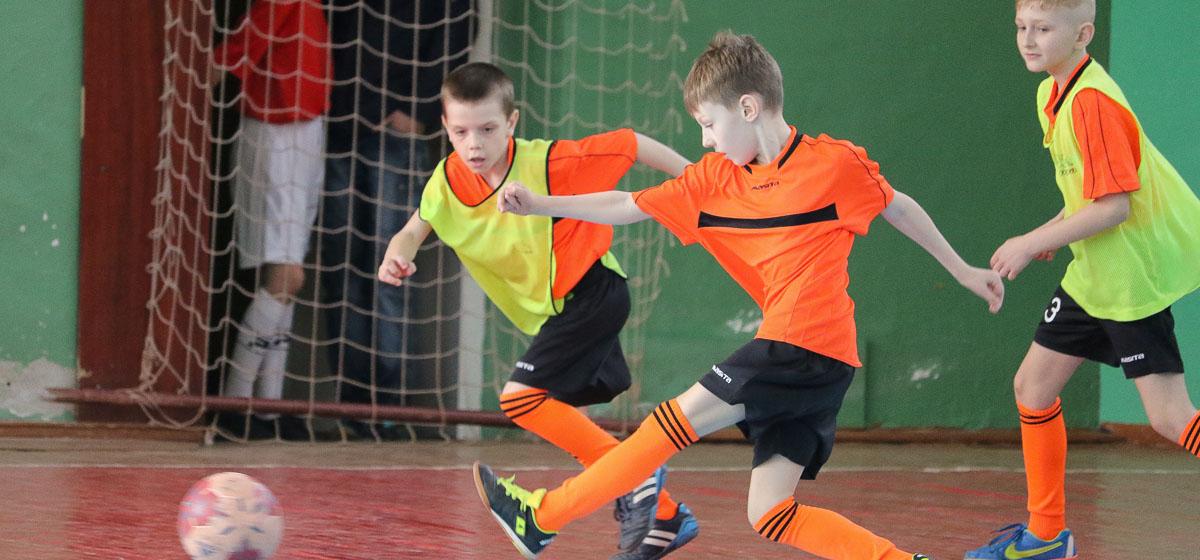 В Барановичах в ДЮСШ по футболу прошли детские соревнования