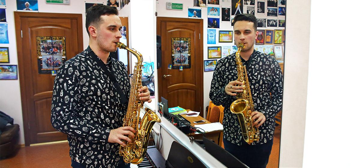 «Мечта — стать известным». Юный саксофонист из Барановичей покорил концертную площадку в Москве (видео)