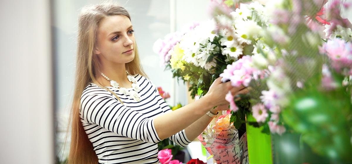 Мой бизнес. Как девушка из Барановичей открыла круглосуточный магазин цветов. «Ночью идут люди, провинившиеся в чем-то»