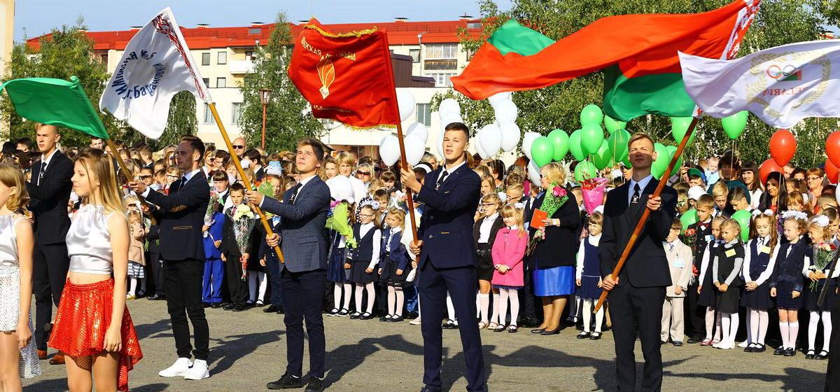 В белорусских школах хотят ввести новую должность — замдиректора по патриотическому воспитанию