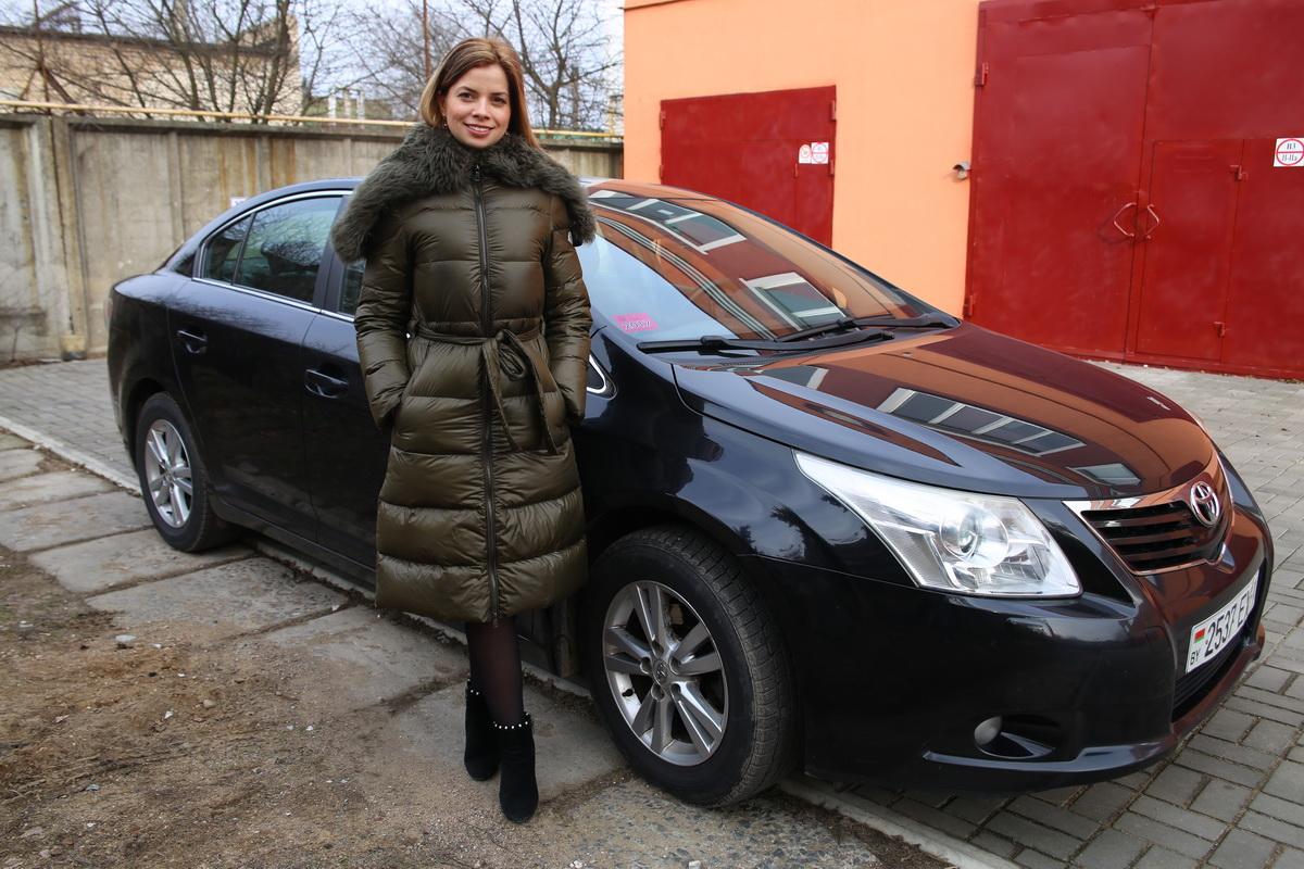 Ирина Хмельницкая – владелица автомобиля Toyota Avensis  2009 года выпуска.  Фото: Евгений ТИХАНОВИЧ