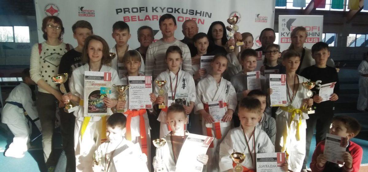 Юные каратисты Барановичей привезли медали Международного турнира
