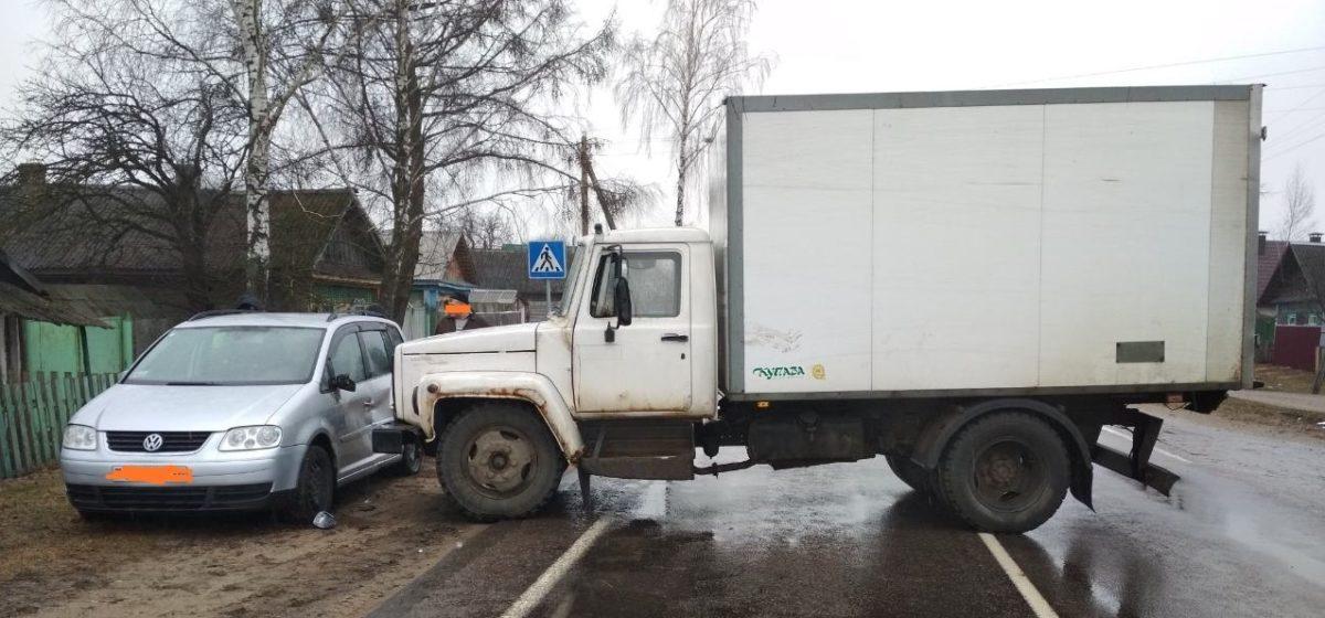 Грузовой автомобиль без водителя протаранил легковушку под Быховом (фотофакт)