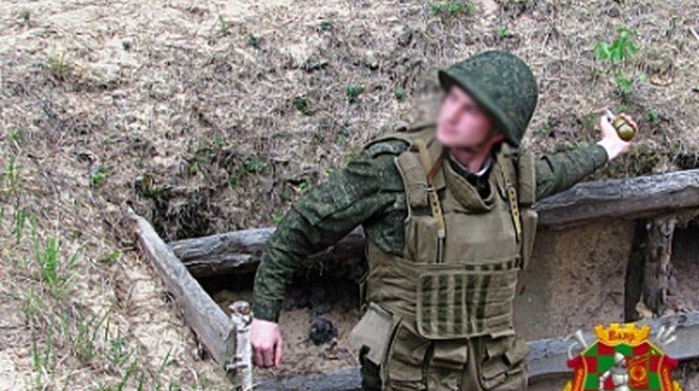 Солдат в Печах уронил боевую гранату в окоп, его спас офицер
