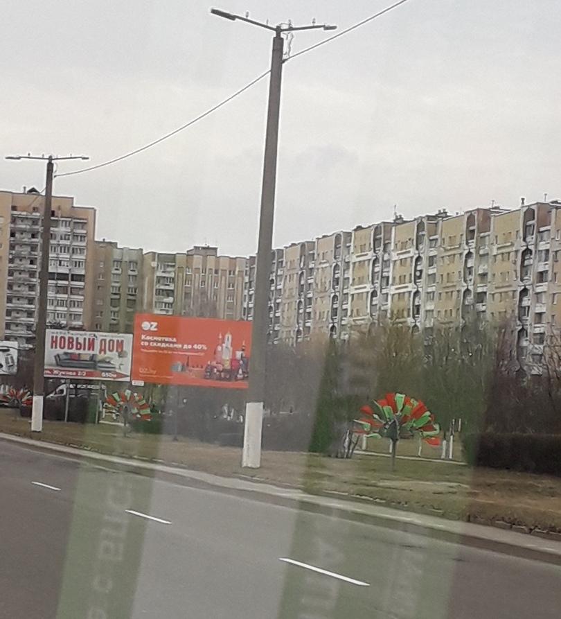 Проспект Советский, украшенный разноцветными флажками. Фото предоставлено читателем