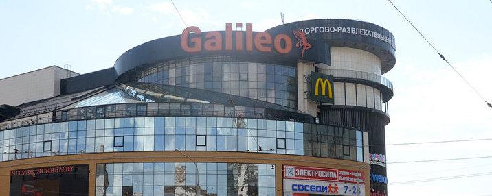 В торговом центре в Минске посетитель упал с третьего этажа и разбился
