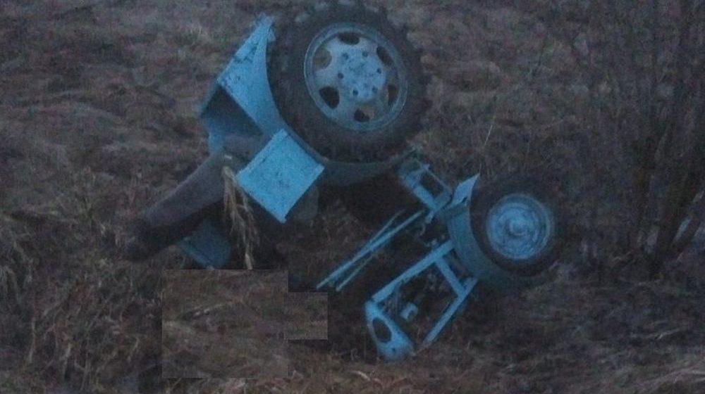 Самодельный трактор перевернулся в Ивьевском районе, погиб один человек