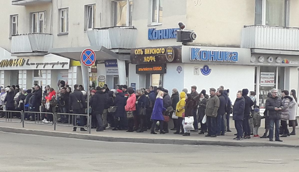 Жители Барановичей во время встречи с президентом. Фото: Татьяна МАЛЕЖ