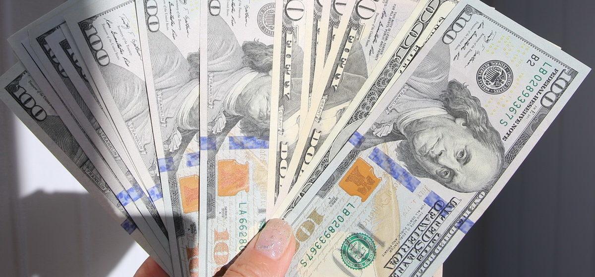 Белорусы массово скупают валюту