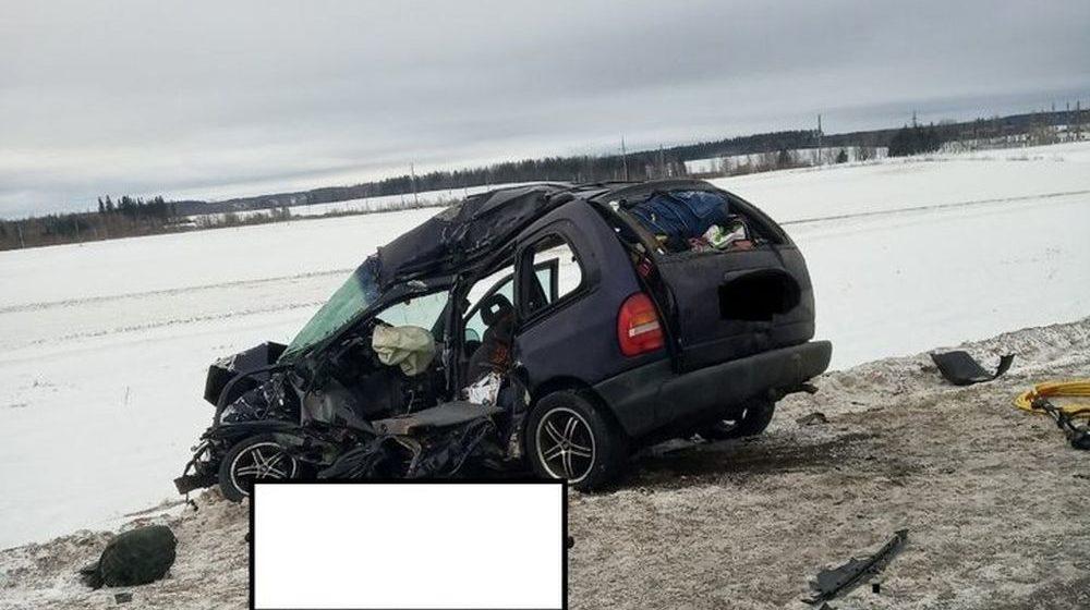 В больнице умер пассажир легковушки, которая на М1 в Толочинском районе врезалась в две фуры