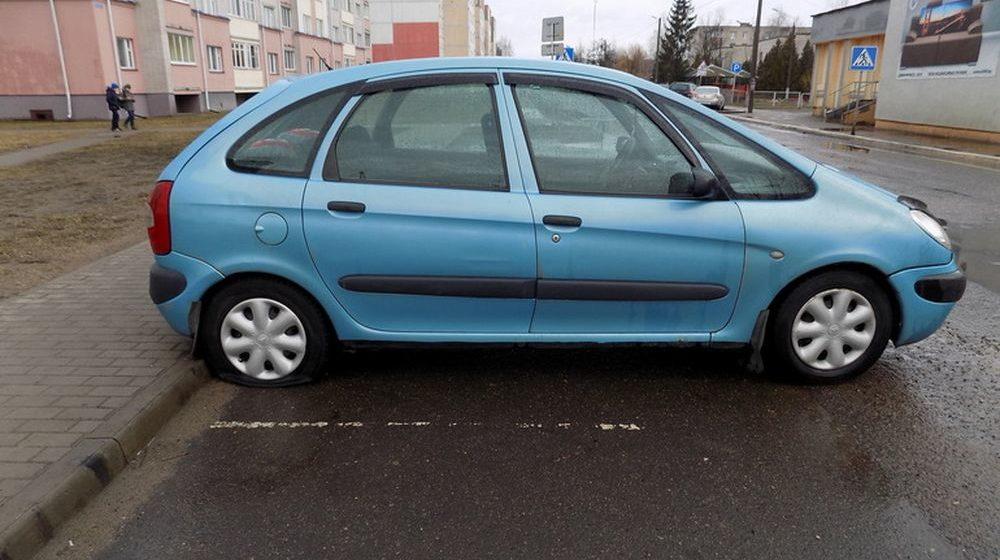Пьяный 18-летний ультрас в Осиповичах порезал шины 14 автомобилям