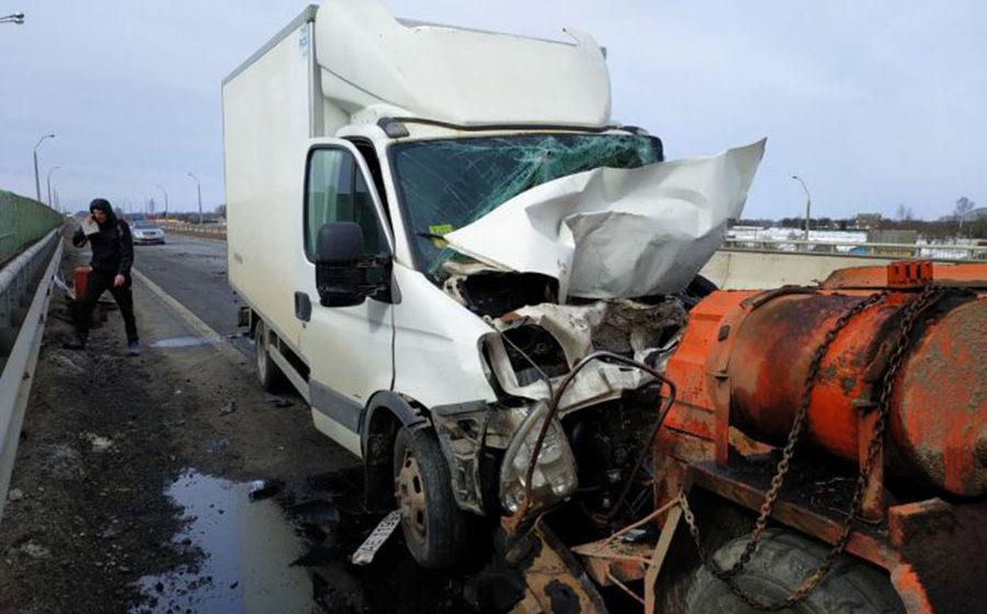 Авария на трассе Могилев – Минск. Столкнулись два автомобиля и трактор