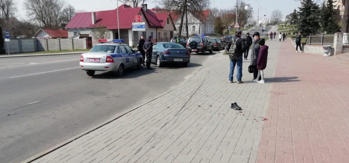 Подробности наезда Peugeot на людей на остановке  в Волковыске