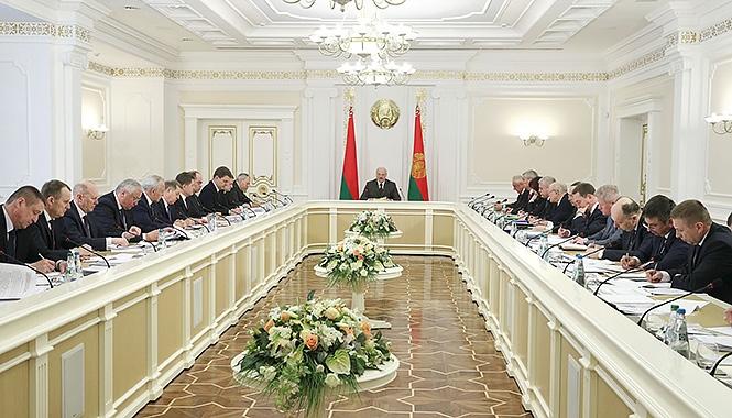 Лукашенко — Румасу: «Люди каждый день хотят кушать»