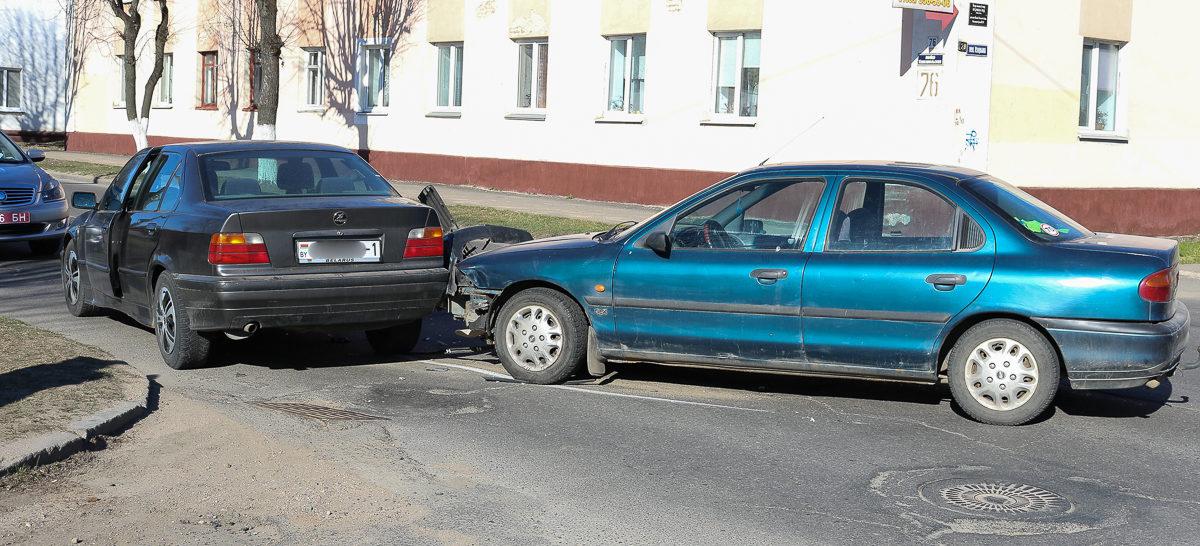 BMW и Ford столкнулись на улице Комсомольской в Барановичах (фотофакт)