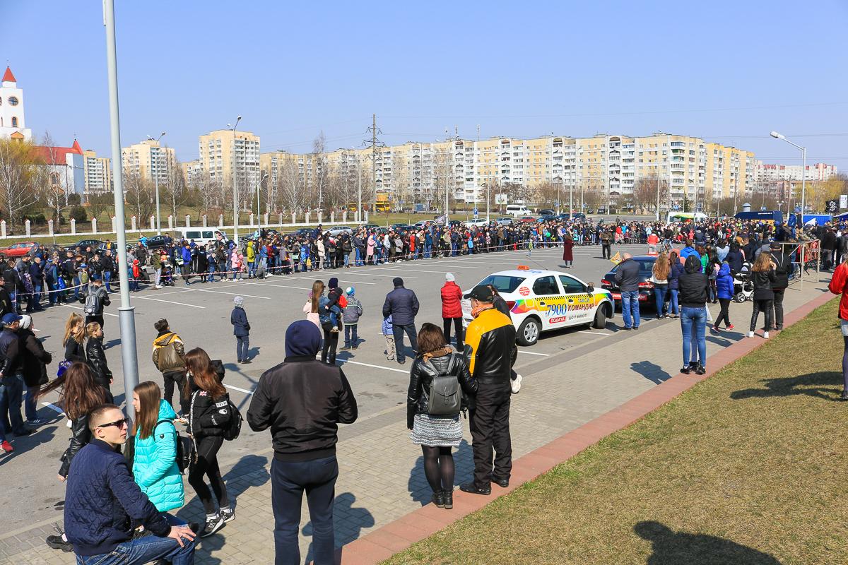 Площадка возе Ледового дворца. Фото: Александр ЧЕРНЫЙ