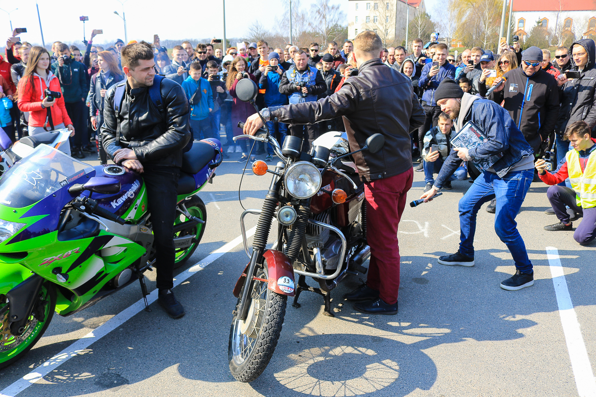 Конкурс на самый громкий выхлоп. Фото: Александр ЧЕРНЫЙ