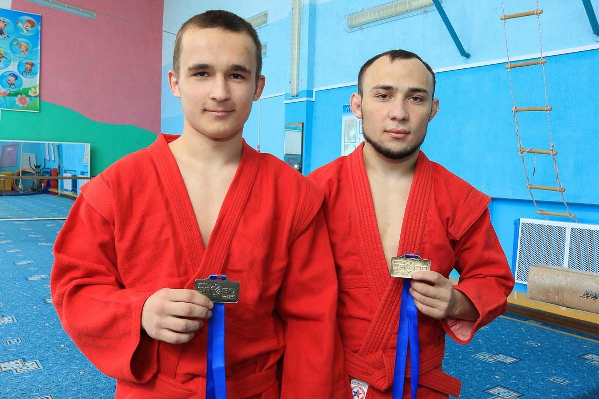 Серебряный и золотой призеры чемпионата Европы по самбо: Кирилл Чернявский и Александр Панасеня